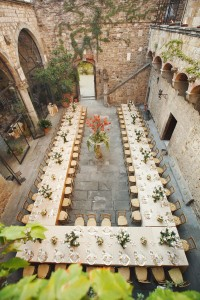 Horseshoe-seating-at-wedding-200x300